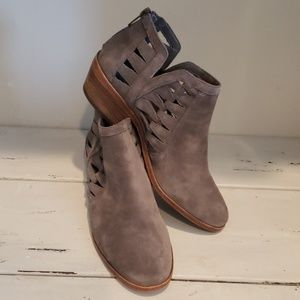 Vince Comuto gray suede ankle bootie
